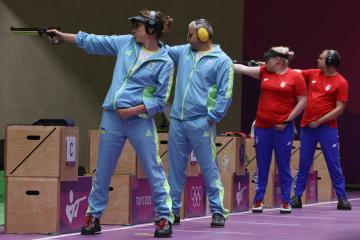 Kostevych y Omelchuk ganan el bronce del evento de equipos mixtos de pistola de aire de 10 m en Tokio