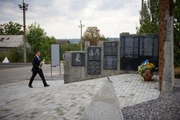 Зеленський вшанував пам'ять загиблих військових, які боронили Авдіївку