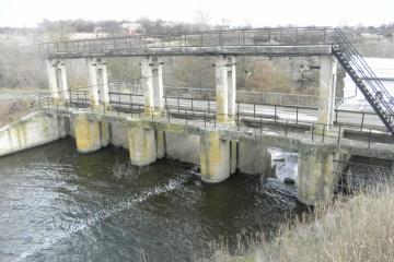 На Черкащині через неконтрольовані перекриття річки впав рівень у водосховищі