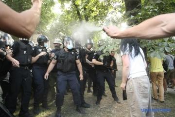 Під ОП сталися сутички між противниками ЛГБТ-прайду і поліцією