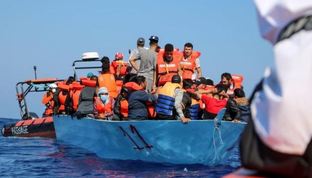 Біля узбережжя Тунісу зазнало аварії судно з мігрантами, десятки загиблих