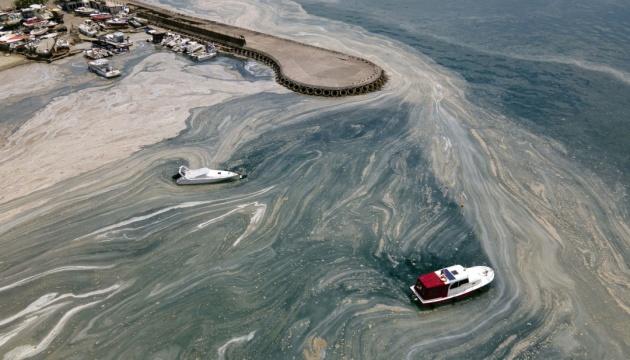 З Мармурового моря витягнули понад 10 тисяч кубометрів слизу
