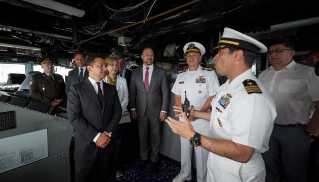 Зеленский на борту эсминца пообщался с командующим 6-го флота ВМС США