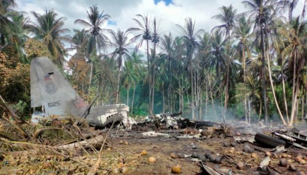 Жертв авіакатастрофи на Філіппінах вже 45, пошуки тривають