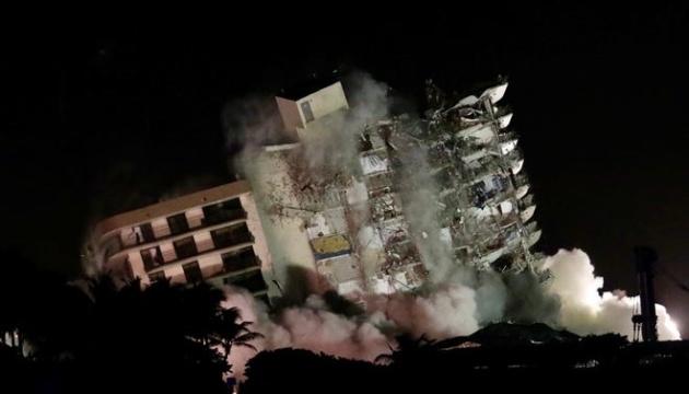В Майами снесли уцелевшую часть обрушившегося дома