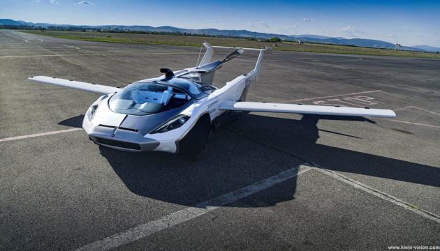 Автомобіль-літак здійснив свій перший політ