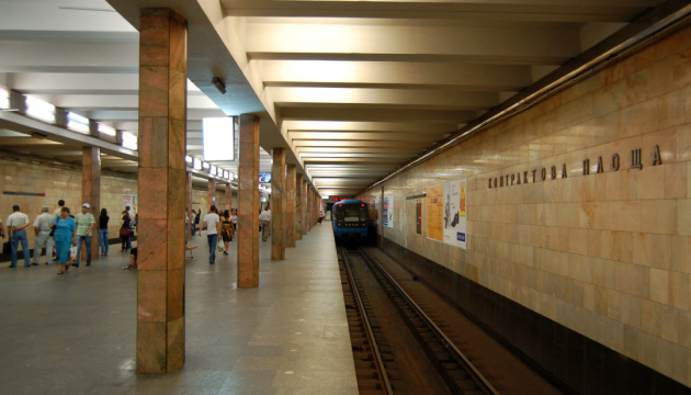 На «Контрактовой площади» закрыли вестибюль - заменяют турникеты