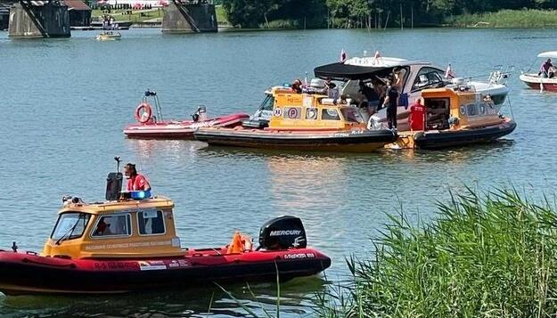 У Польщі гелікоптер з українцями впав у озеро
