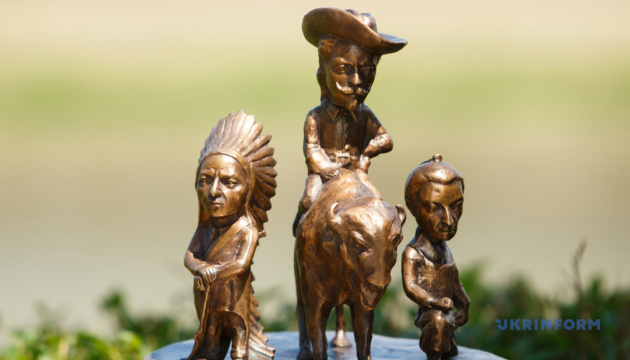 В Ужгороде появилась первая двуязычная мини-скульптура