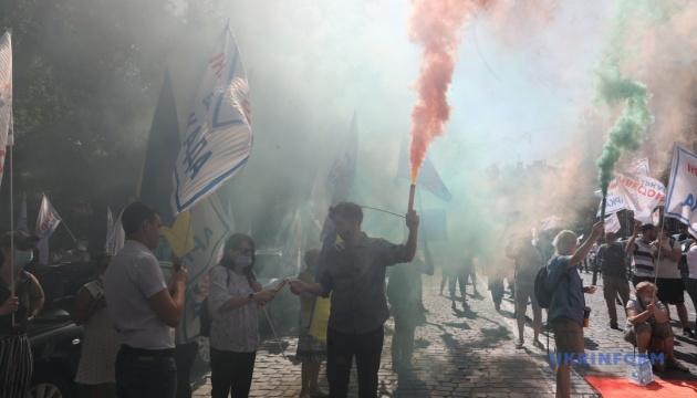 Інвестори «Аркади» мітингують у центрі Києва і заблокували рух транспорту