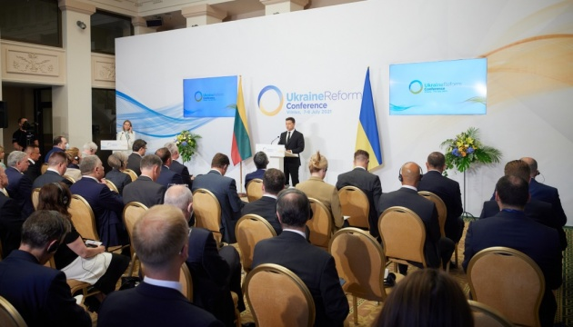 Зеленський хоче, щоб США «допомогли» Росії завершити війну на сході України