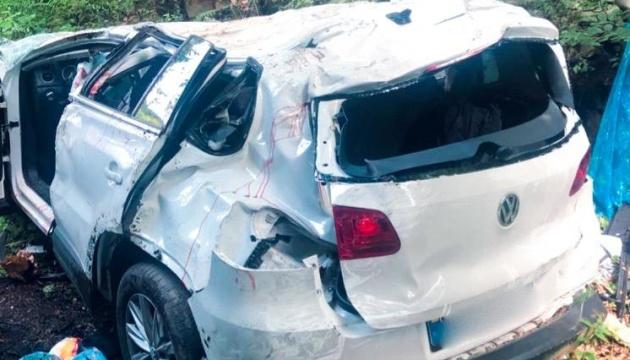 На Прикарпатті Volkswagen злетів з дороги у прірву: четверо загиблих