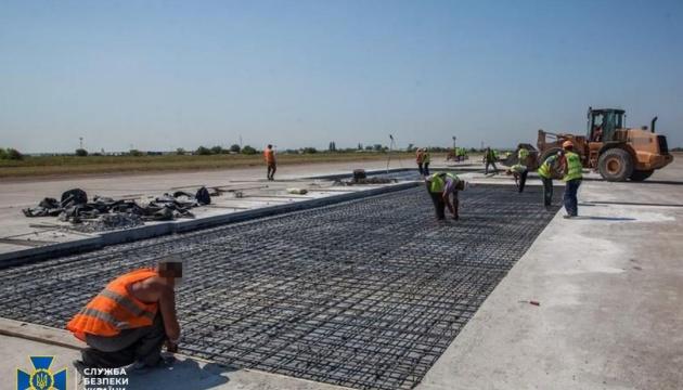 У Запорізькому аеропорту «наварили» мільйони на ремонті злітно-посадкової смуги