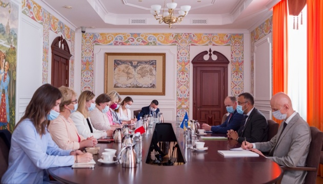 Україна та Франція обговорили визнання свідоцтв про вакцинацію між державами - МЗС