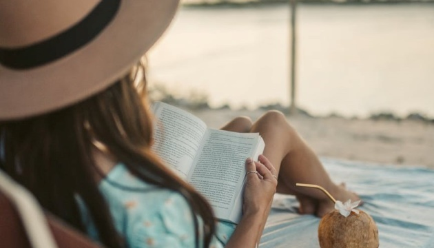 Що почитати у відпустці: 10 чудових книг