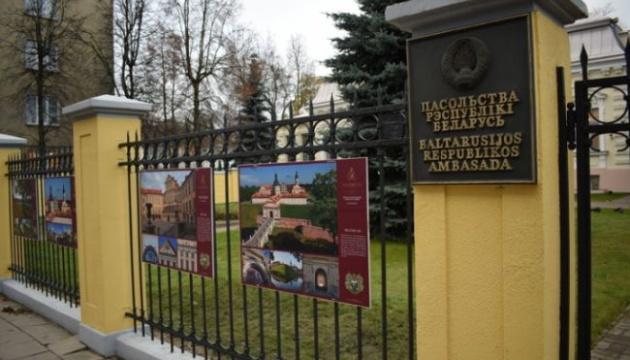 Литва звинуватила висланих білоруських дипломатів у шпигунстві