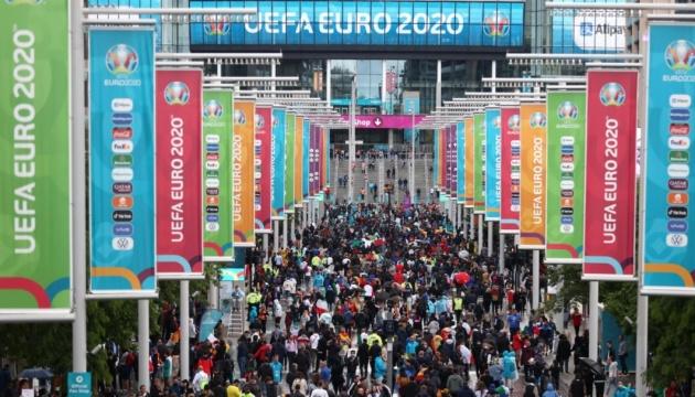 Мільйони літаючих мурах заполонили Лондон перед фіналом Євро-2020