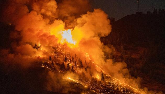 У Каліфорнії на тлі аномальної спеки лютують лісові пожежі
