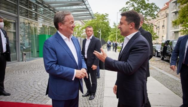 Зеленський зустрівся з кандидатом у канцлери Німеччини від ХДС Лашетом
