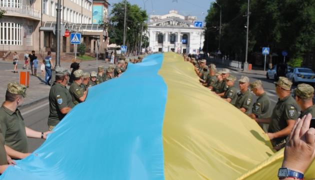 У Маріуполі військові встановили рекорд з прапором України