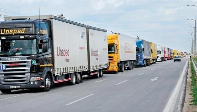 Столиця через спеку на кілька годин обмежувала в'їзд вантажівок