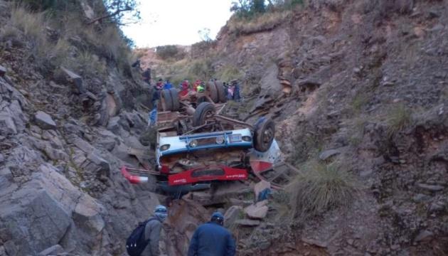 В Боливии упал в пропасть автобус, более 30 погибших