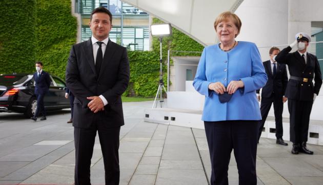 Зеленський в Німеччині: Прощання з Меркель і знайомство з Лашетом
