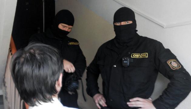 Белорусские силовики вновь проводят массовые обыски у независимых журналистов