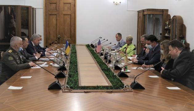 Таран обговорив із заступником держсекретаря США воєнно-політичну складову візиту Зеленського