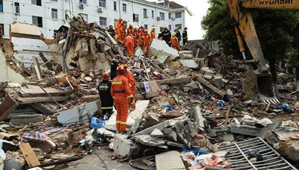 У Китаї обвалилася прибудова до готелю, 17 загиблих