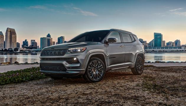 Автоторможение и еще 74 функции безопасности: Jeep представил новый внедорожник