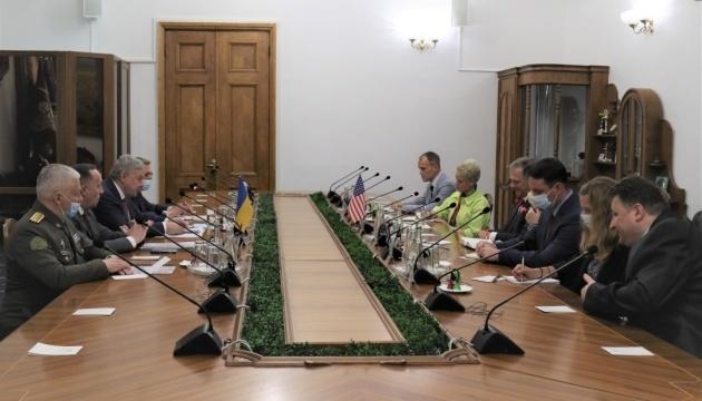 Minister Taran, U.S. Deputy Assistant Secretary of State discuss military-political component of Zelensky's visit