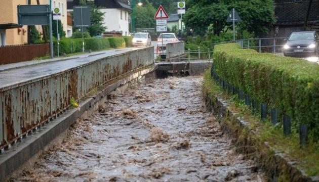У Німеччині зливи затопили вулиці, у воді й грязюці - сотні авто