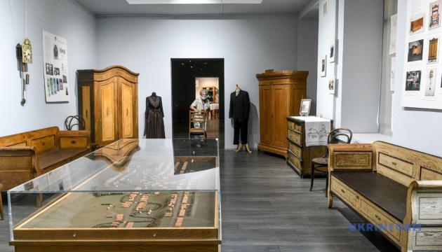 У запорізькому музеї показали, який вигляд мали меблі в будинках менонітів