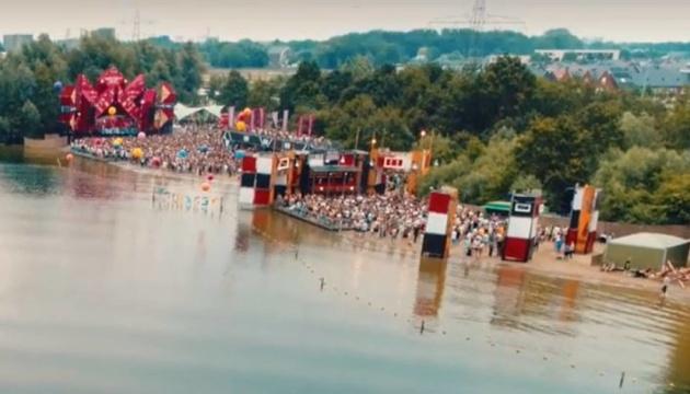 В Нидерландах почти тысяча человек подхватили COVID-19 на музыкальном фестивале