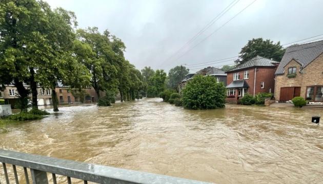 Зливи у Бельгії перетворили дороги на річки, є загиблі