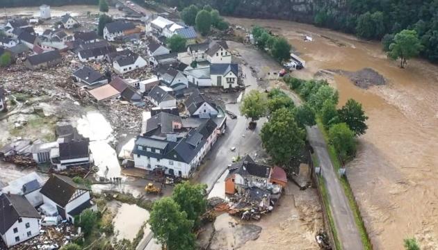 Наводнения в Германии: 30 тысяч человек - без воды, света и газа