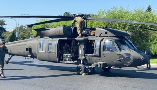 Вертоліт армії США здійснив екстрену посадку в центрі Бухареста