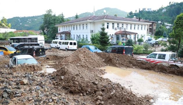 Чорноморське узбережжя Туреччини накрили сильні зливи, є загиблі