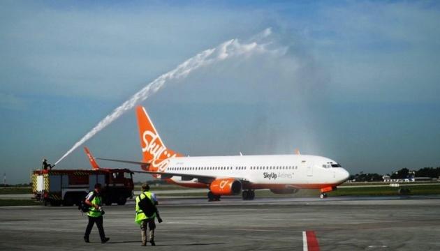 Нова смуга міжнародного аеропорту «Одеса» прийняла перший літак