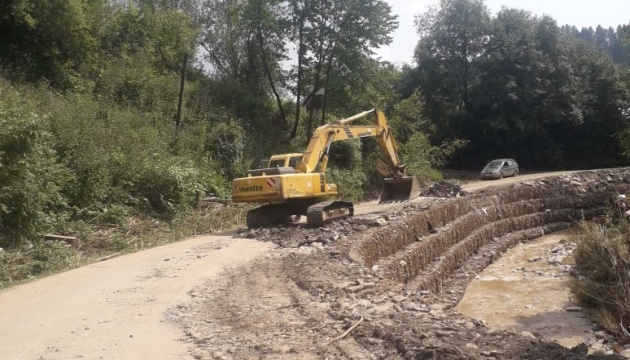 На Закарпатье за неделю восстановили почти половину разрушенной паводком дороги
