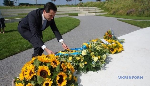 Посол України у Нідерландах вшанував пам'ять загиблих у трагедії МН17