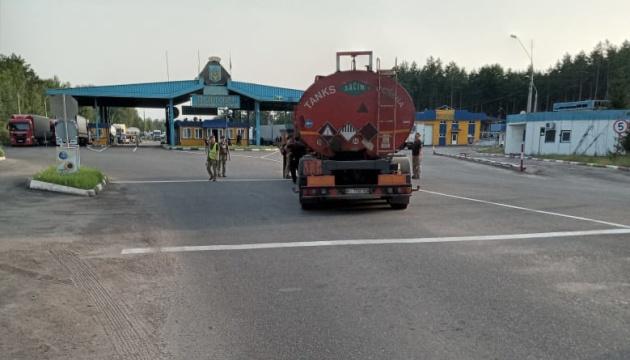 На кордоні з Білоруссю п'яний далекобійник зніс шлагбаум