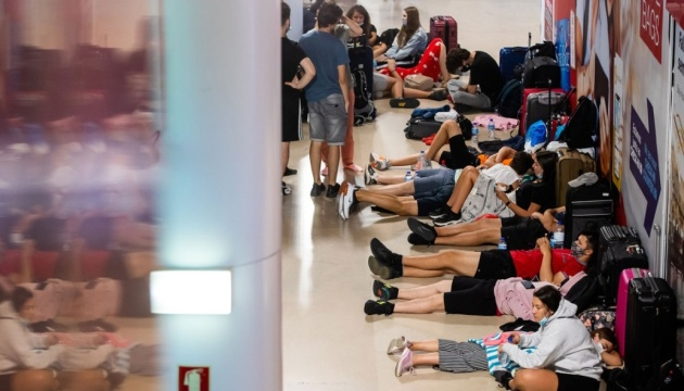 Почти 300 рейсов в аэропорту столицы Португалии отменили из-за забастовки