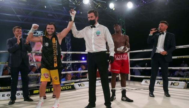 Митрофанов переміг Бабатунде одноголосним рішенням суддів