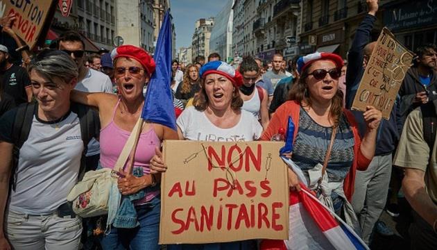 Во Франции вандалы разгромили несколько центров вакцинации