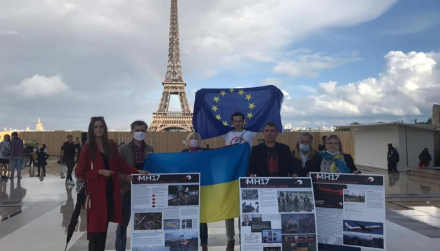 У Парижі під час акції протесту закликали до справедливості у справі MH17