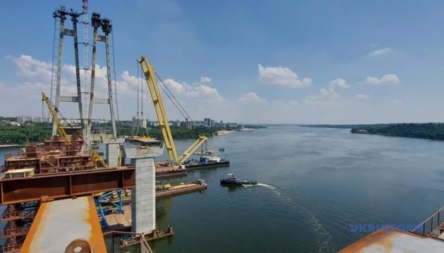 Дорожники обещают смонтировать до конца июля верховую часть моста в Запорожье