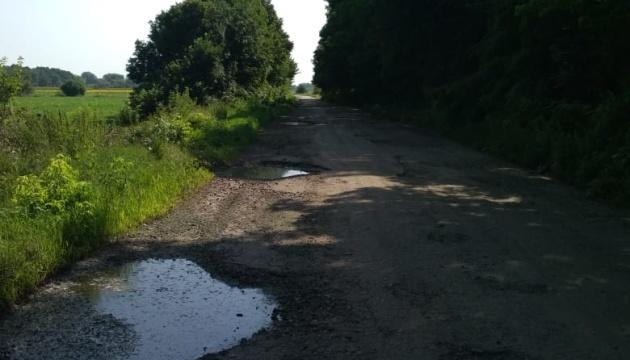 На Черниговщине восстанавливают дорогу, которую не ремонтировали 40 лет