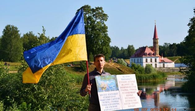 Під Петербургом провели одиночні пікети на підтримку кримських татар